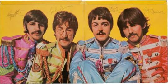 Sgt. Pepper's Lonely Hearts Club Band photo with the Beatles