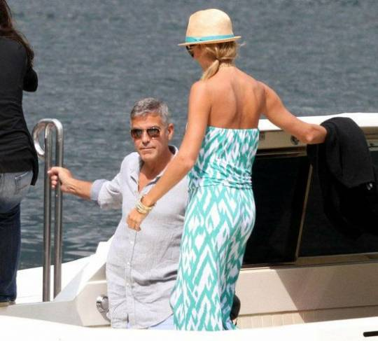 George Clooney and Stacy Keibler enjoys fun time in Lake Como