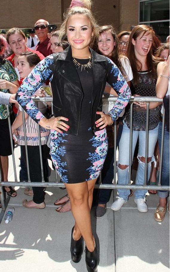 Demi Lovato has been snapped flaunting her Top shop Dip Dye Spike Necklace at the X Factor Auditions in Rhode Island