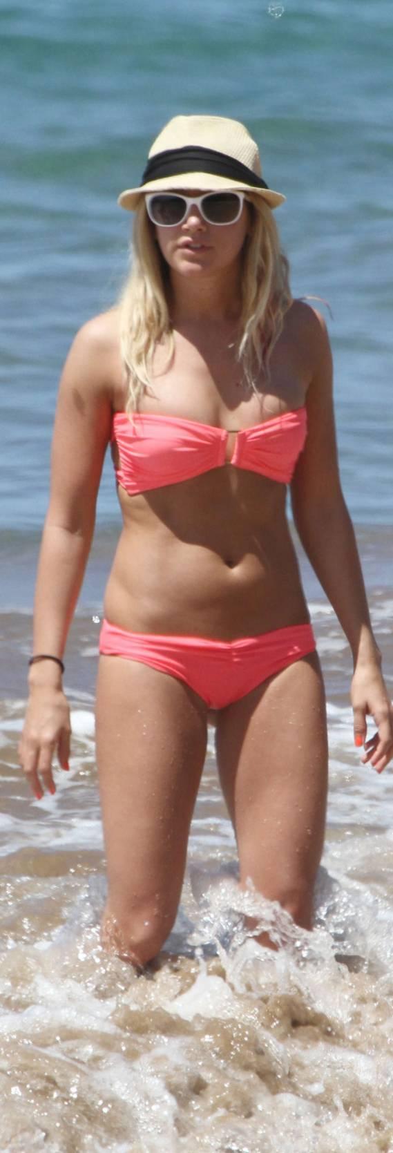 Ashley was spotted having a gala time vacationing in the beaches of Hawaii in March 2012.