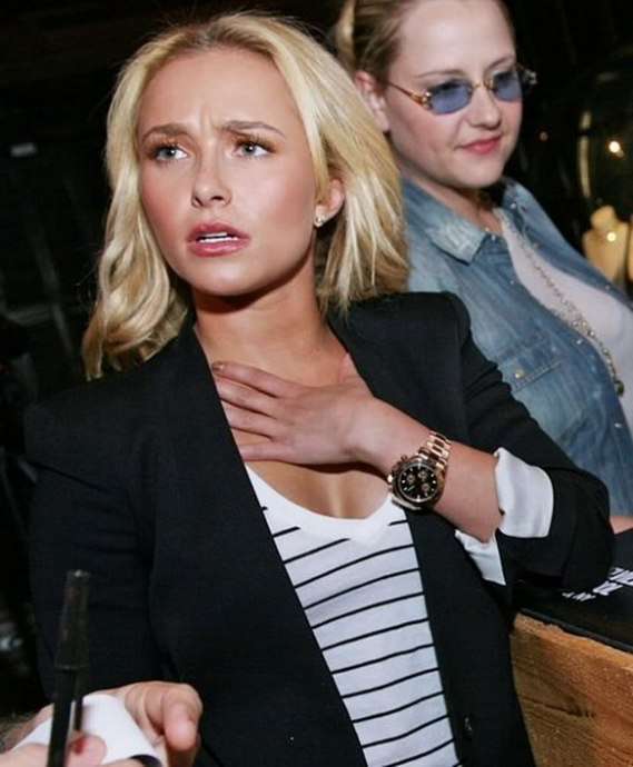 Hayden Panettiere loves Rolex and she often accessorizes her looks with the Rolex Daytona Everose watch.