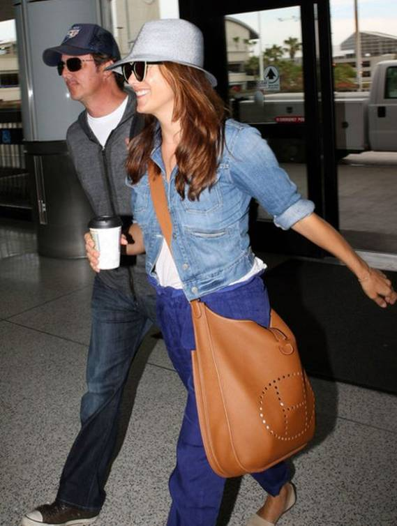 Kate Walsh was spotted at the airport carrying the Hermes 'Evelyne' bag.