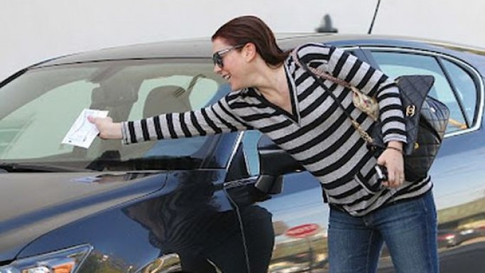 Alyson Hannigan drives Lexus CT 200h