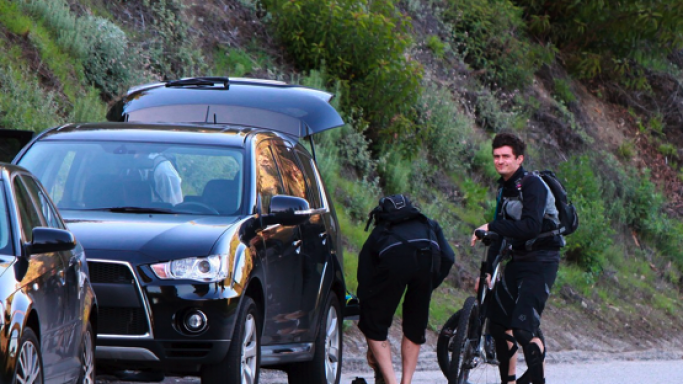 Orlando Bloom drives Mitsubishi Outlander GT