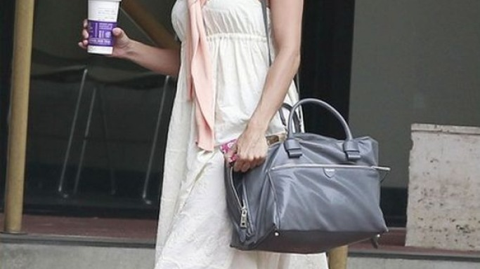 The artist carried her over-sized bag as she made her way to an acting class in West Wood, California.