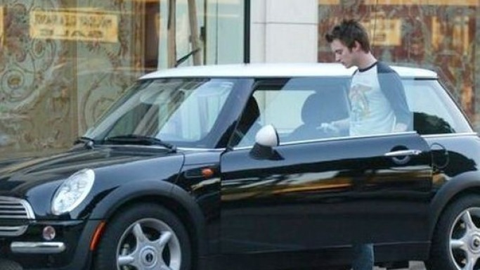 American actor Elijah Wood drives around in a black Mini Cooper which sports a white colored sunroof.