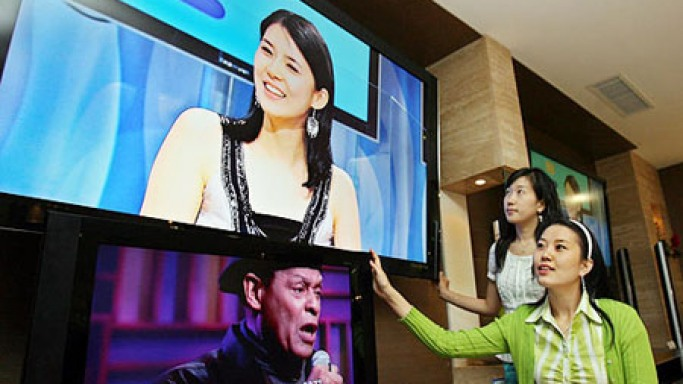Koreans Offer First 70in LCD TV For Retail